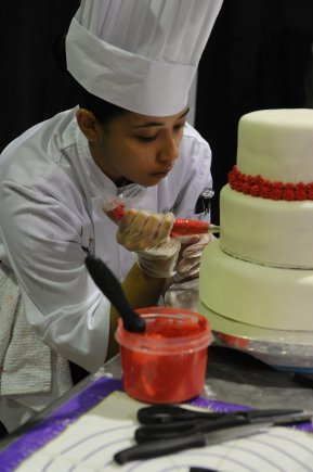 decorating_cake